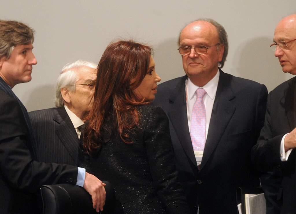 2344_La Presidenta junto a funcionarios y empresarios argentinos en la Cumbre del G-20 de Corea del Sur